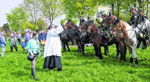 Über 100 Pferde bevölkern den kleinen Ort