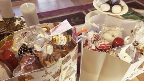 Weihnachtstüte an die BesucherInnen der Hupp-70plus-Initiative verteilt